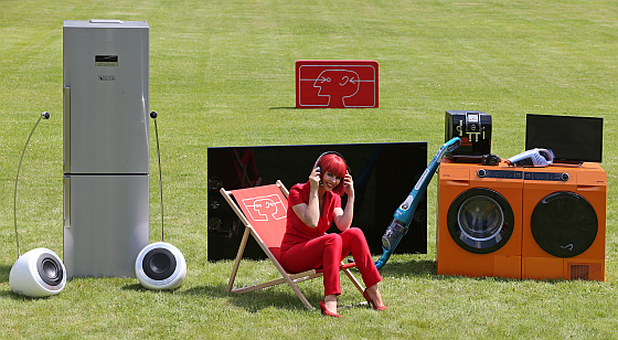 Miss IFA stellt die neuesten Produkte vor und zeigt damit die Vielfalt der Messe. (Foto: Messe Berlin)