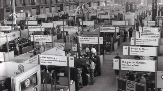 Standbau auf der ersten Nachkriegsmesse im Haus der Technik. (Foto: Messe Frankfurt)